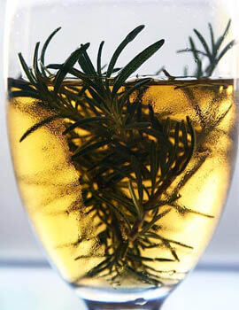 rosemary-oil-hair-benefit